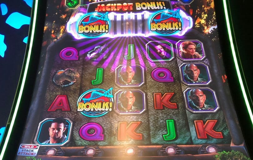 Jurassic Park Trilogy: The Lost World by IGT Jackpot Bonus feature triggered