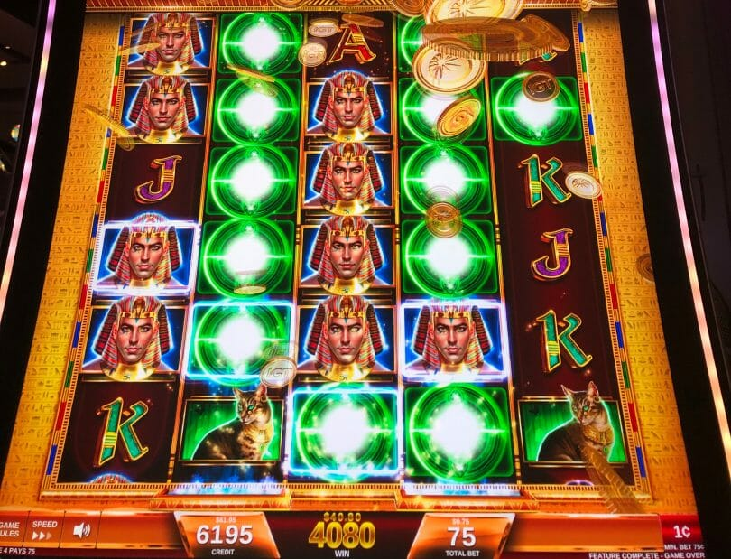 Magic of the Nile by IGT expanding reels feature