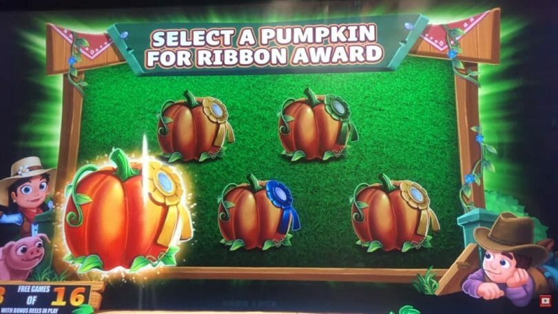 Farmville by Gimmie Games/Aristocrat Mighty Cash multiplier ribbon selection