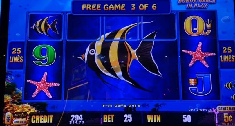 Lightning Link by Aristocrat Magic Pearl free spin bonus