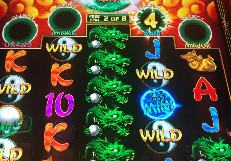 Jolly 8s by IT mini progressive won in free spins