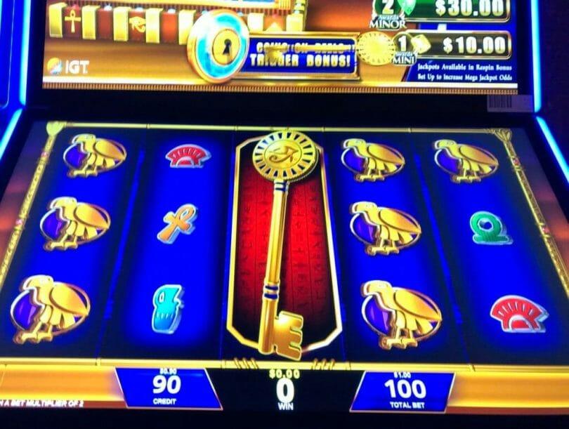 Treasure Box Kingdom by IGT key reduces bonus meter