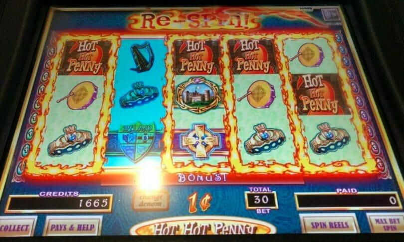 Hot Hot Penny Emerald Eyes by WMS bonus triggered
