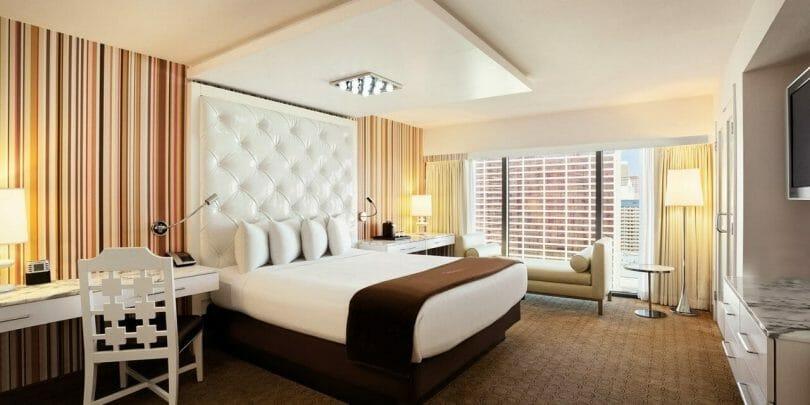 Flamingo Go room king bed