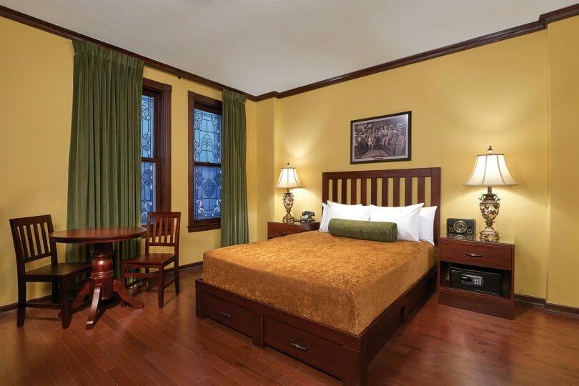 Hotel Apache at Binion's standard room